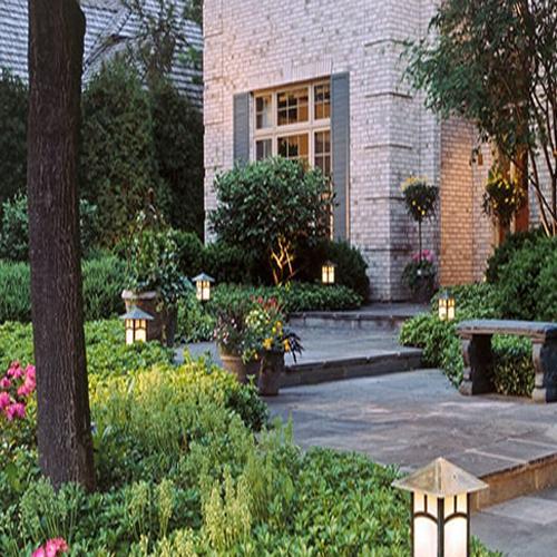 تکنیکهای نورپردازی حیاط و باغچه ویلا به همراه مزایای آن